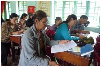 Các học viên tham gia làm bài kiểm tra đầu khóa